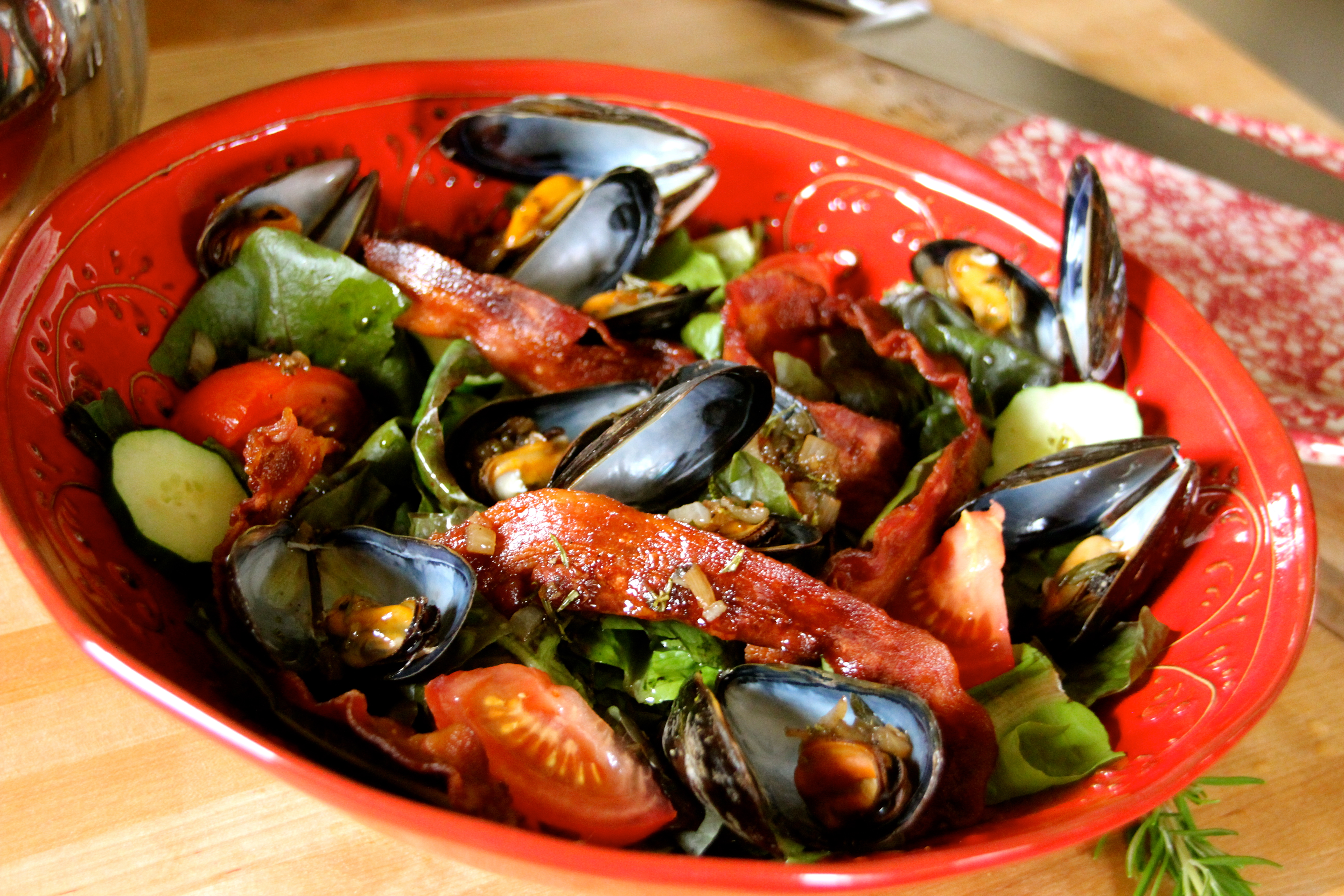 Salade, Moules , Mussel Bacon Salad Shallot Sauce French cuisine