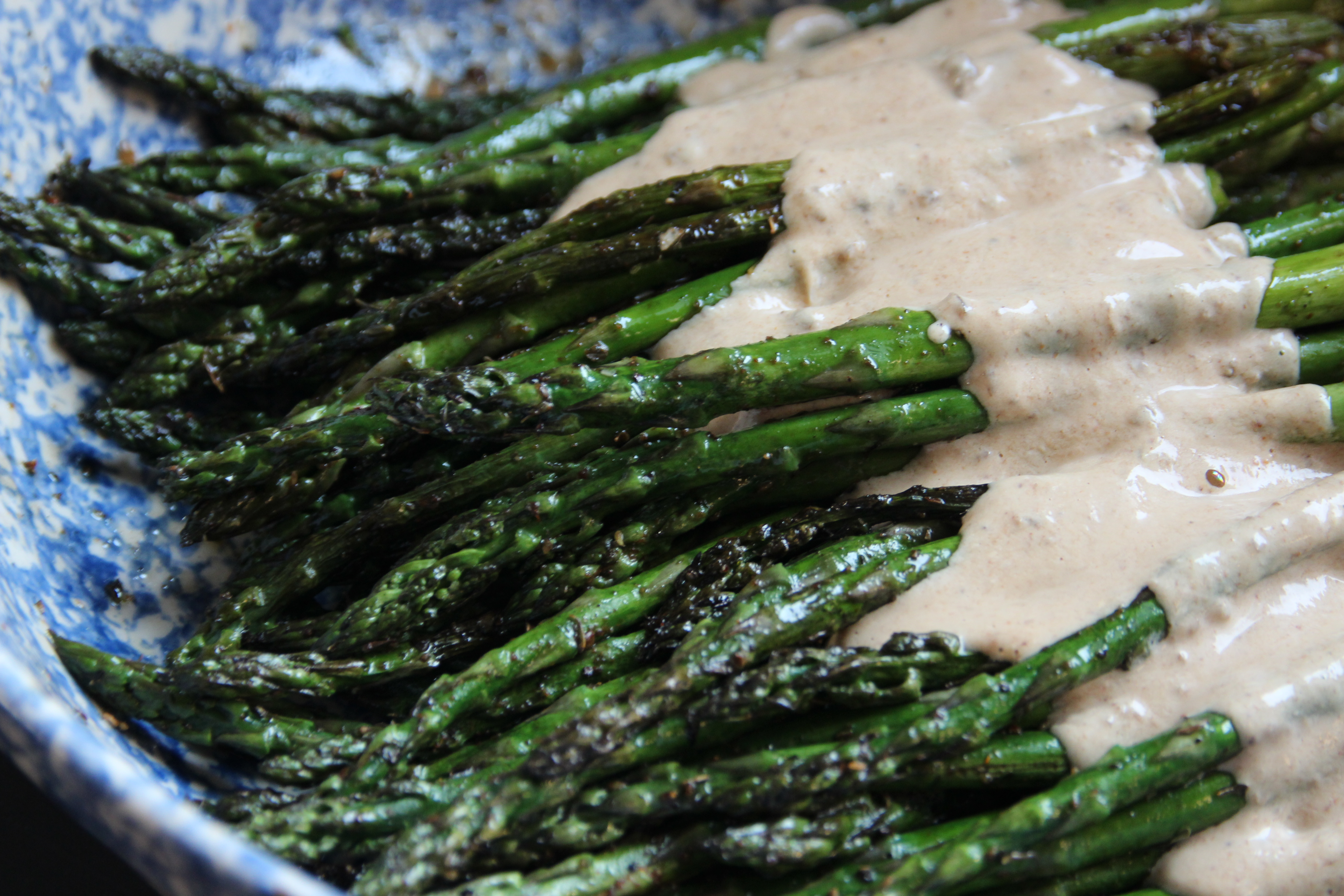 Asperges Grillées, Grilled asparagus, cream sauce, easy recipe, summer, grilled, French, French recipe, fig